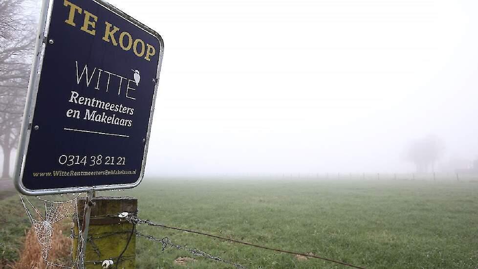 te koop  bord  makelaardij  agrarisch  grond  perceel  landbouwgrond  gelderland foto sr. detail